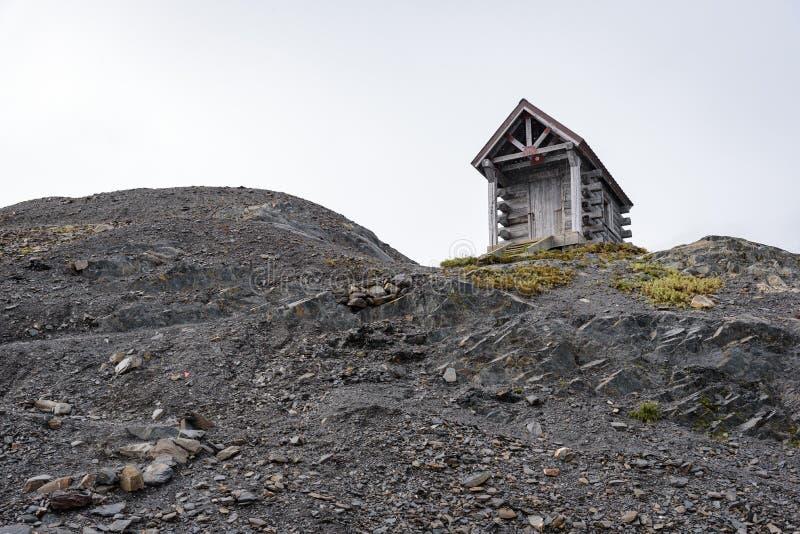 Hut przetrwania na lodowcu wyjazdowym, Szlak Lodowy Harding, Park Narodowy Kenai Fjords, Seward, Alaska, Stany Zjednoczone obrazy stock