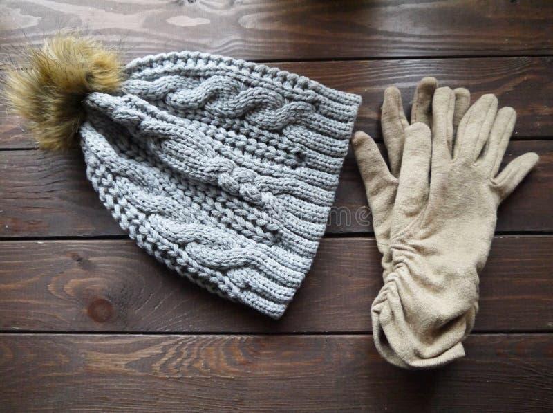 Hut und Handschuhe lizenzfreie stockbilder
