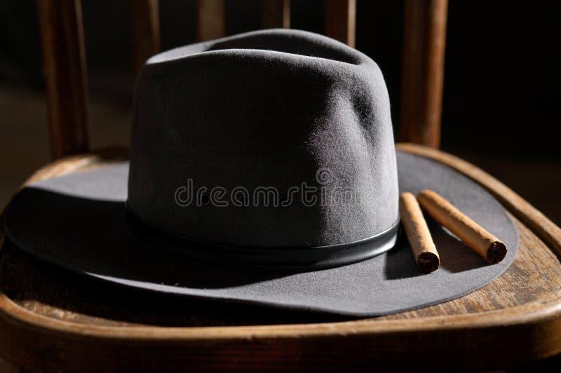 Hut und Zigarren lizenzfreie stockfotos