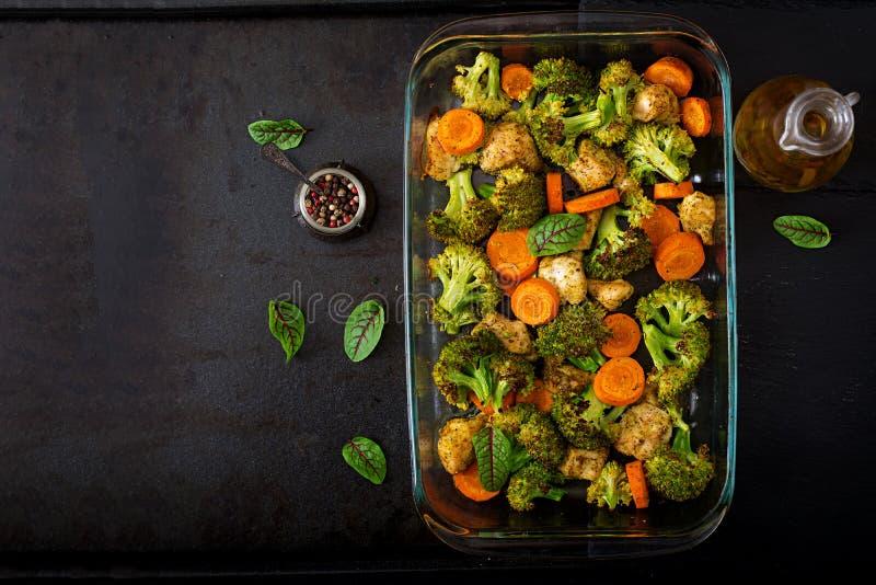 Hutspot van gebakken groenten en kippenfilet Gezond voedsel royalty-vrije stock afbeeldingen