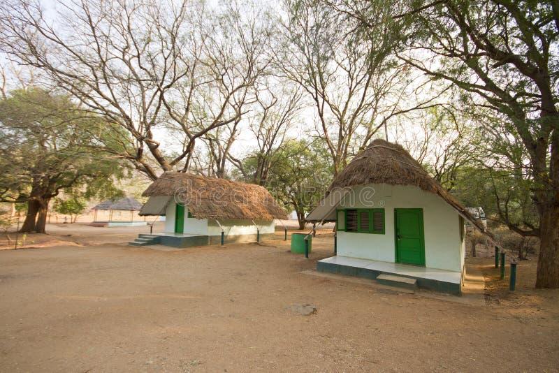Hutte dans la forêt territoriale de muthathi photographie stock