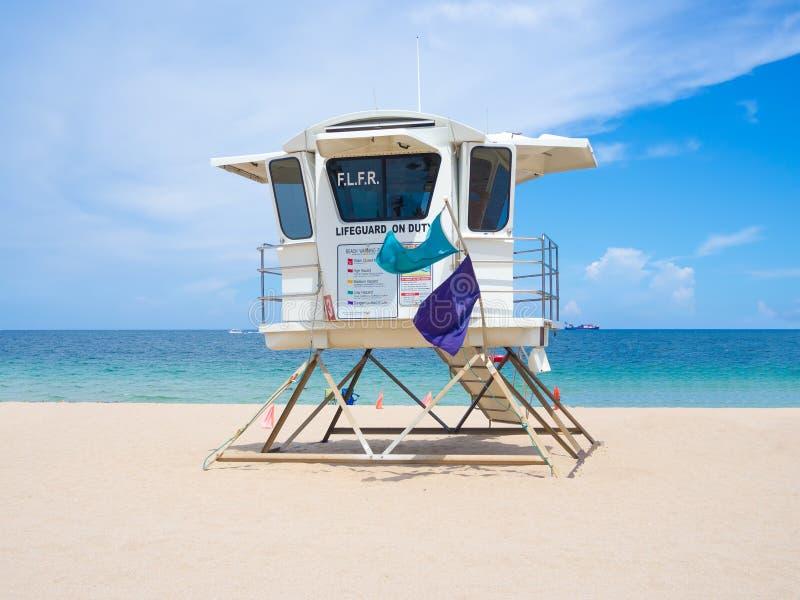 Hutte de sauveteur à la plage de Fort Lauderdale en Floride un été d photos stock