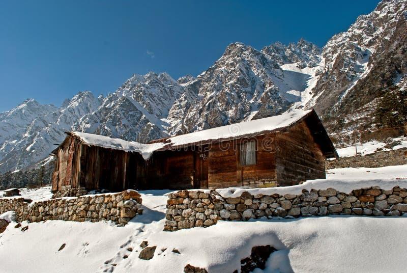 Download Hutte de touristes photographie éditorial. Image du neige - 56477212