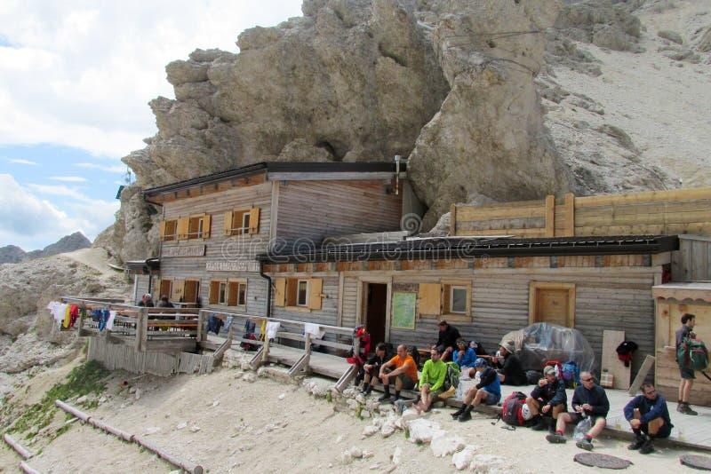 Hutte Refugio горы в Альпах стоковые фотографии rf
