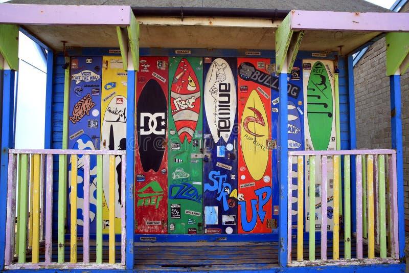 Hutte surfante colorée de plage images libres de droits