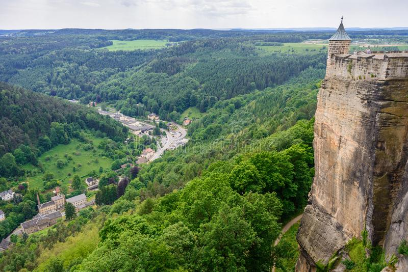 Hutten德国村庄  撒克逊人的瑞士,德国 从堡垒Koenigstein的看法 fortre的堡垒墙壁 免版税库存照片