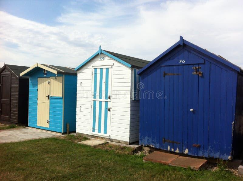 Huttes britanniques de plage photos stock