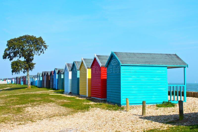 Huttes britanniques de plage images libres de droits