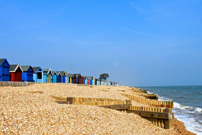 Huttes britanniques de plage photographie stock