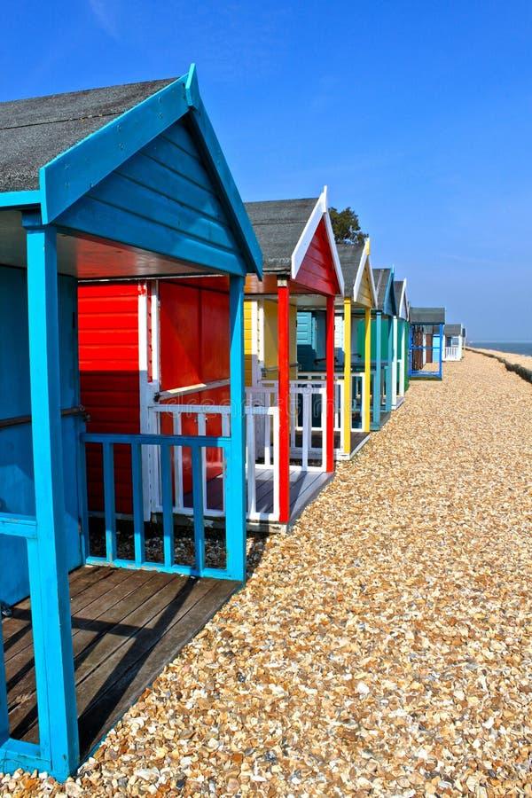 Huttes britanniques de plage photographie stock libre de droits