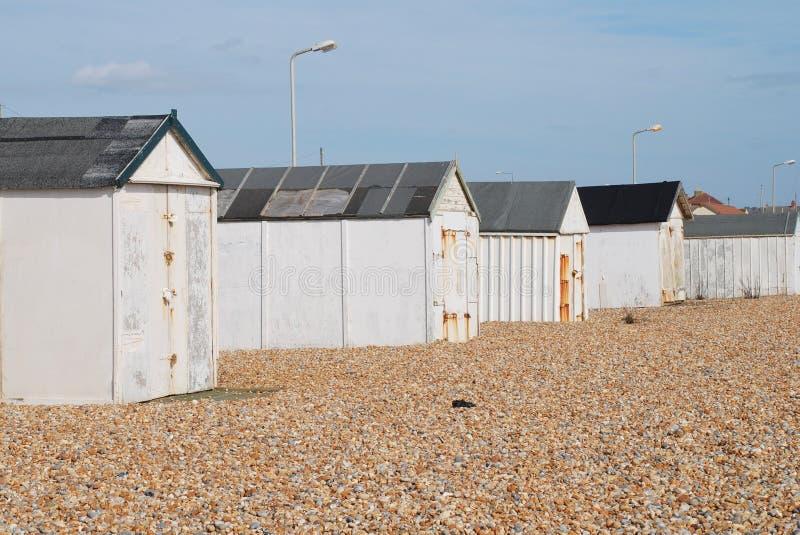 Huttes britanniques de plage, le Sussex images stock