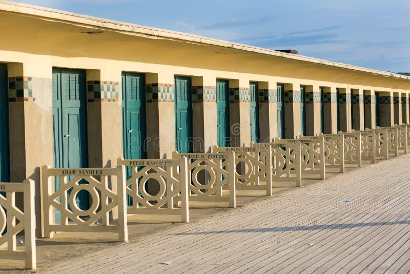 Huttes de plage à Deauville, France photographie stock libre de droits