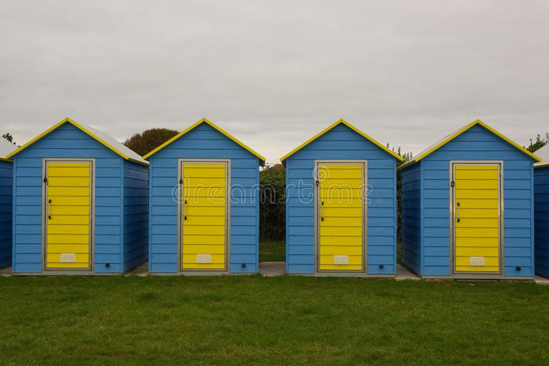 Huttes de plage chez Bognor REGIS, le Sussex, Angleterre images libres de droits