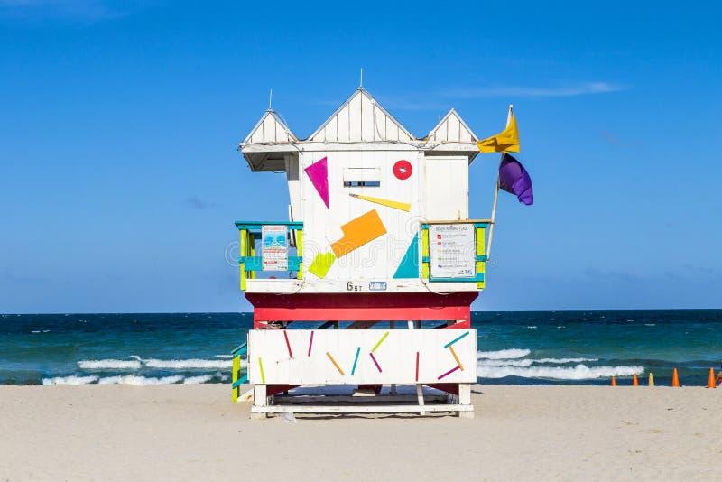 Huttes en bois de garde de vie dans le style d'art déco à Miami image stock