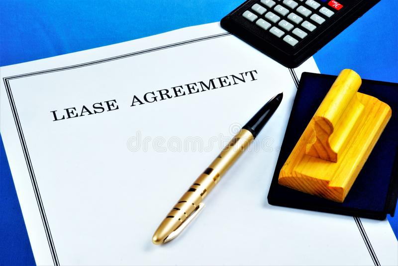 Huur - huurcontract Huur — een vorm van bezitstransactie, wordt het bezit overgebracht naar tijdelijk bezit en gebruik en stock fotografie