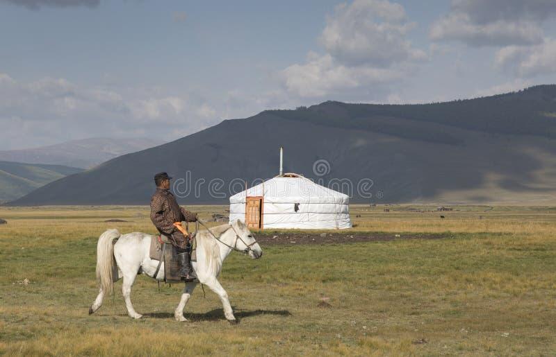 Huvsgul, Mongolië, 6 September, 2017: Mongools personenvervoer h royalty-vrije stock afbeeldingen