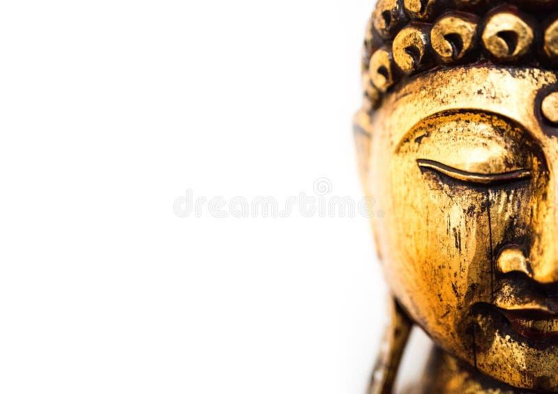 Huvud av den guld- buddha statyn på vit bakgrund arkivfoto