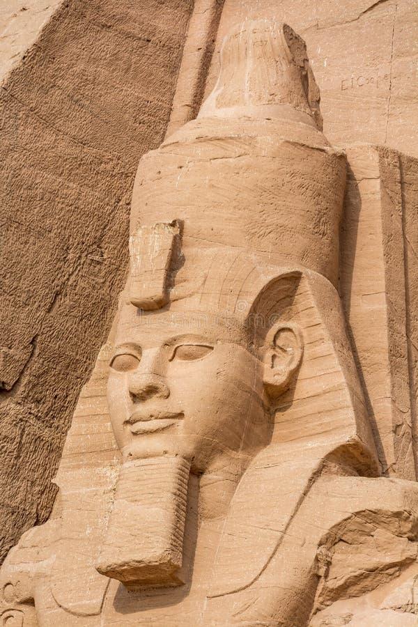Huvud av statyn av Ramesses det stort, Abu Simbel tempel, Egypten royaltyfria foton