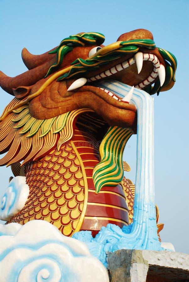 Huvud Dragon Statue Chinese Style royaltyfria foton