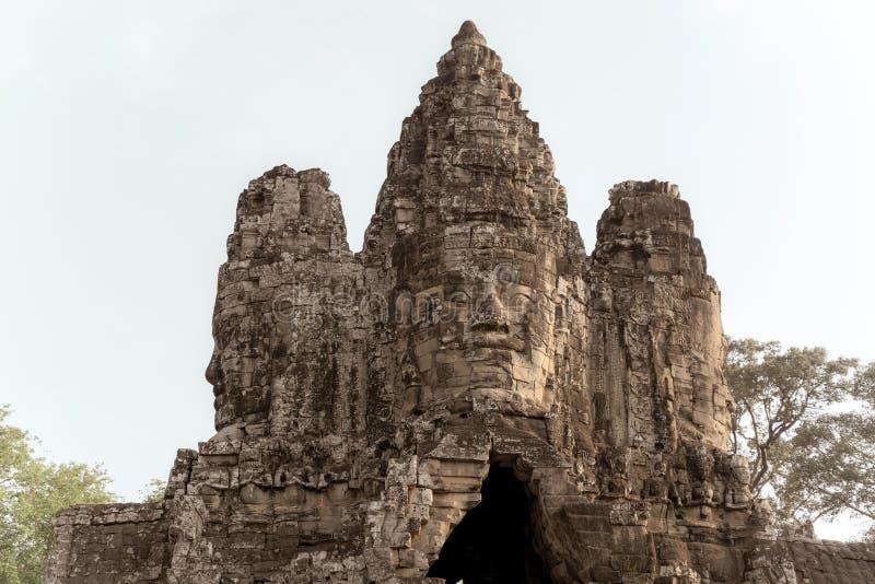 Huvud p? templet i Angkor Thom, en khmertempel, Siem Reap, Cambodja Det gammala fotoet utformar fotografering för bildbyråer