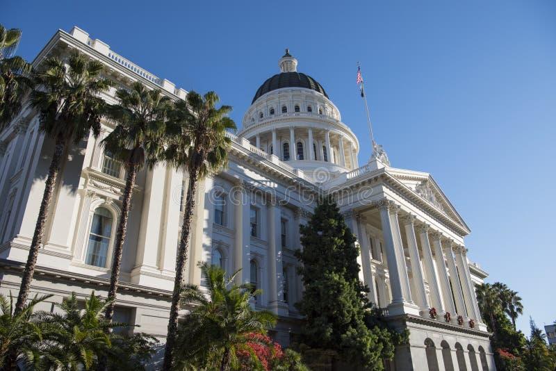 Huvudbyggnad av delstaten Kalifornien arkivbilder