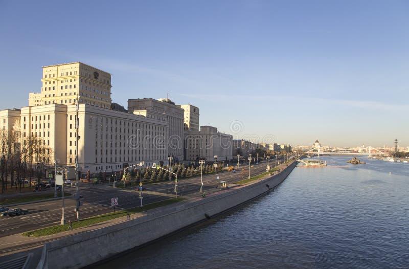 Huvudbyggnad av departementet av försvar från den ryska federationen Minoboron moscow russia arkivbild