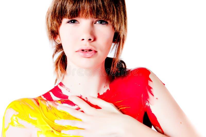 huvuddel som planlägger flickan henne för att egen tonårs- målarfärg arkivfoton