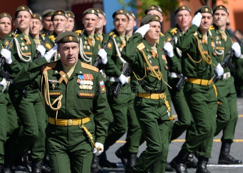 Huvudet av den Serpukhov filialen av militärhögskolan av de strategiska missilstyrkorna, överste Andrei Morozov på röd fyrkant arkivbild