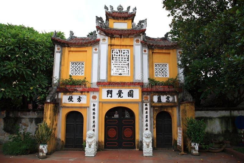Huvudingångsarkitektur av en pelarpagoda royaltyfria bilder