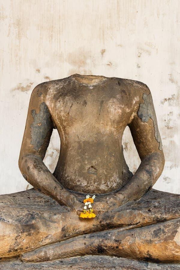 Huvudlösa buddha arkivbild