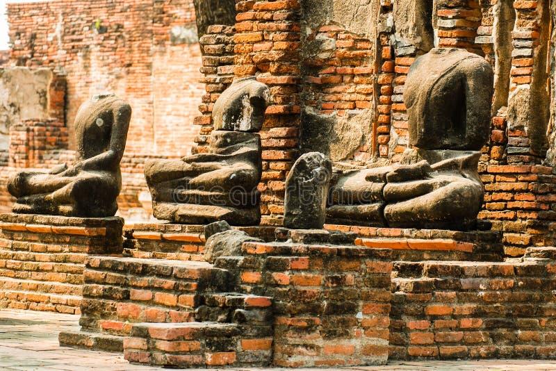 Huvudlösa Buddha arkivfoto