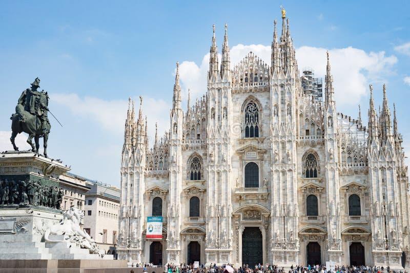 Huvudsaklig fyrkant för Milan Duomo domkyrka royaltyfria foton