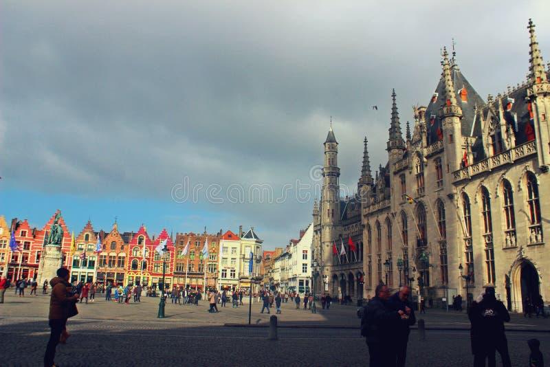 Huvudsaklig fyrkant i Brugge arkivbilder