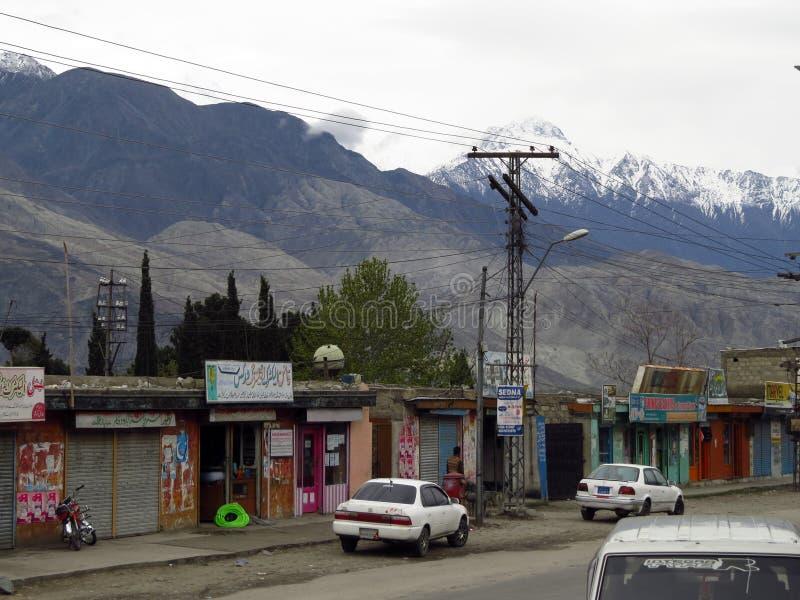 huvudsaklig gata av Gilgit, områdeshuvudstad av Gilgit-Baltistan, Pakistan arkivbild