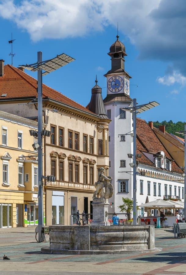 Huvudsaklig gata i Leoben, Österrike royaltyfria bilder