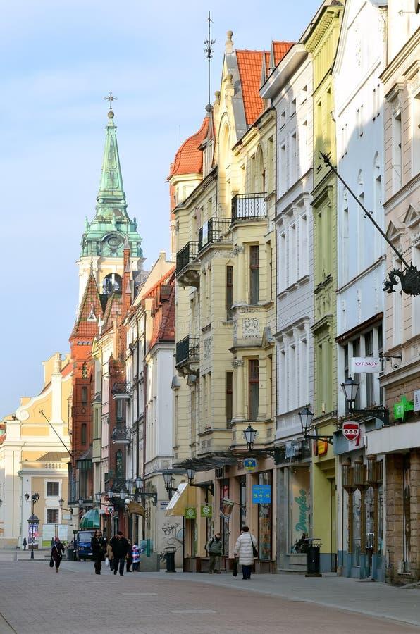 Huvudsaklig gata i Torun (Polen) arkivfoto