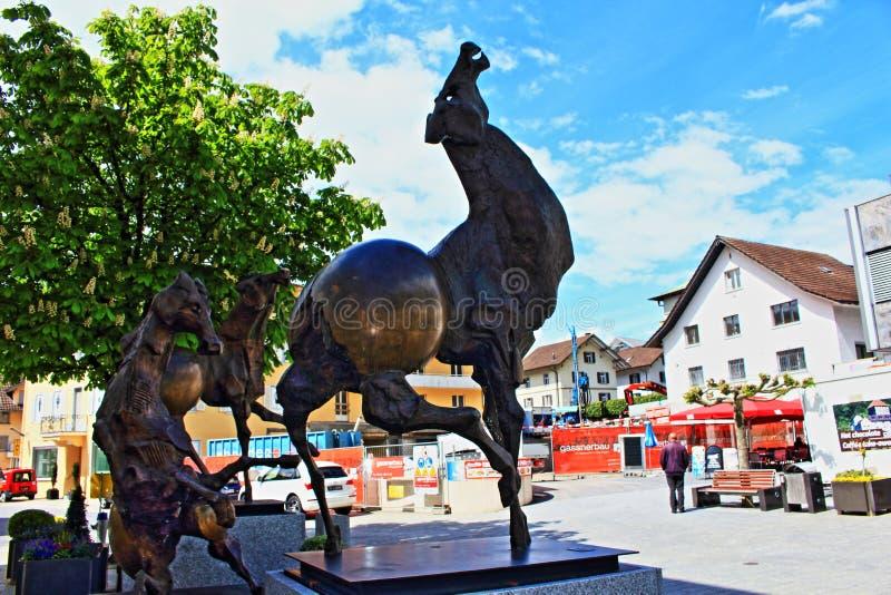 Huvudsaklig gata Vaduz Liechtenstein för modern konst royaltyfri bild