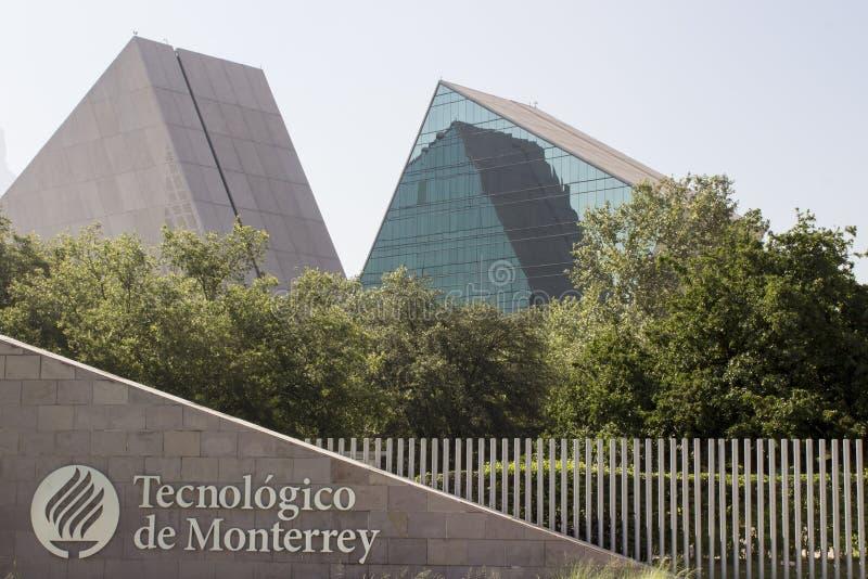 Huvudsaklig ingång av den Instituto Tecnolà ³gicoen y de Estudios Superiores av Monterrey i Monterrey, Nuevo Leon, Mexico royaltyfri fotografi