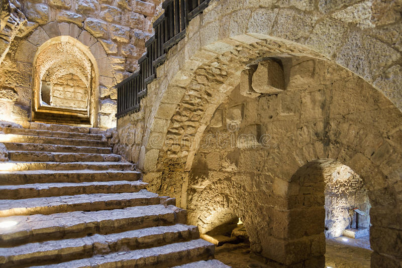 Huvudsaklig ingång för Ajloun slott och trappuppgång, Jordanien arkivfoto