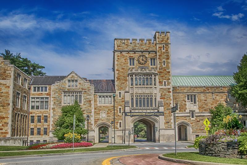 Huvudsaklig ingång för Vassar högskola i NY arkivfoton