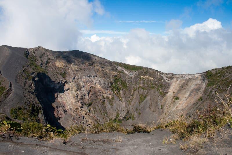 Huvudsaklig krater i den Irazu vulkan, Costa Rica arkivbilder