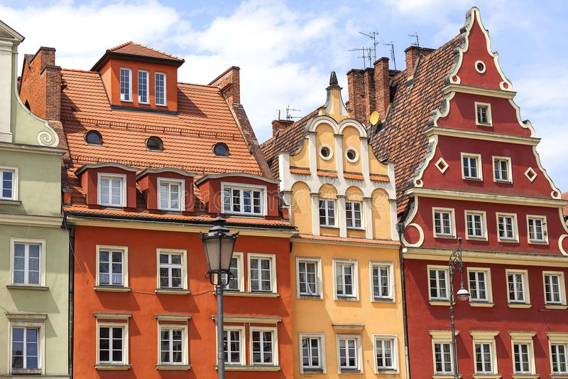 Huvudsaklig marknad, färgrika hyreshusar, lägre Silesia, Wroclaw, Polen arkivfoton