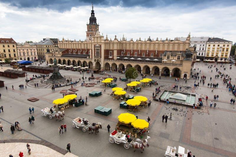 Huvudsaklig marknadsfyrkant Projektera för PPS-listor för offentliga utrymmen fyrkanten som det bästa offentliga utrymmet i Europ royaltyfria bilder
