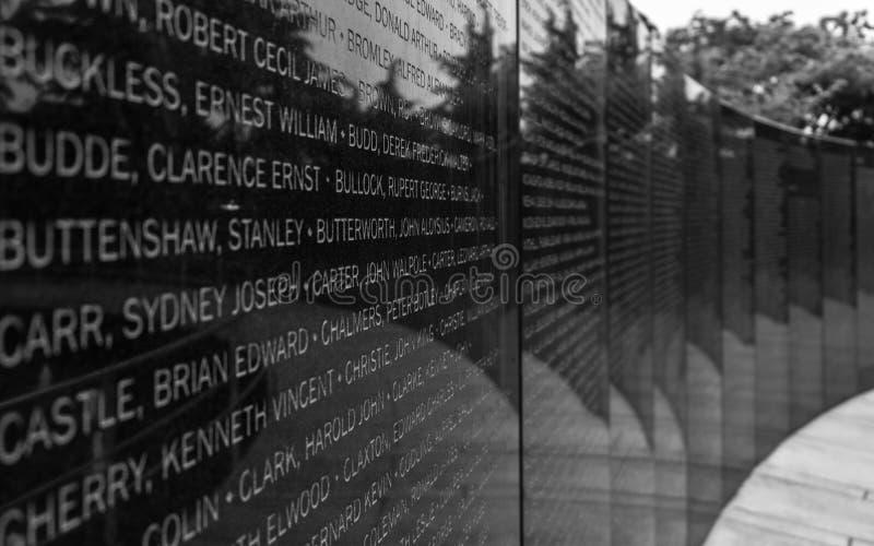 Huvudsaklig platta med namn av stupade soldater inom minnes- kyrkogårdUNO för Förenta Nationerna av det koreanska kriget i Seoul, arkivfoton