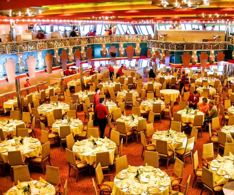 """Huvudsaklig restaurang""""RistoranteCosta Smeraldaâ €œ kryssningen sänder ombord Costa Magica av Costa Cruises arkivbild"""
