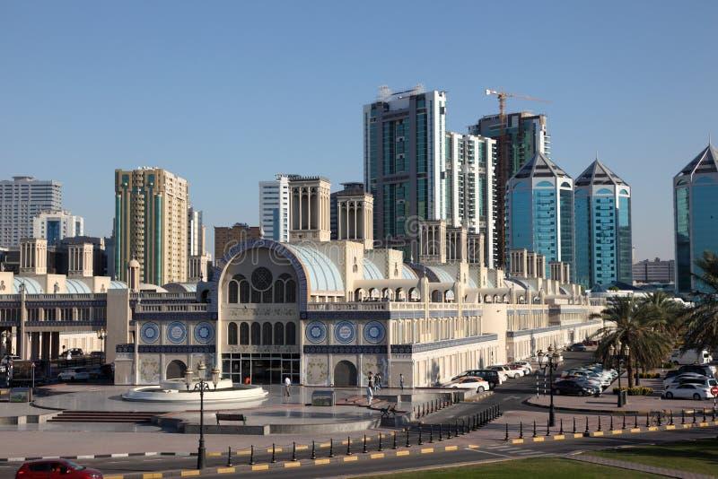Huvudsaklig Souq byggnad i den Sharjah staden arkivfoto