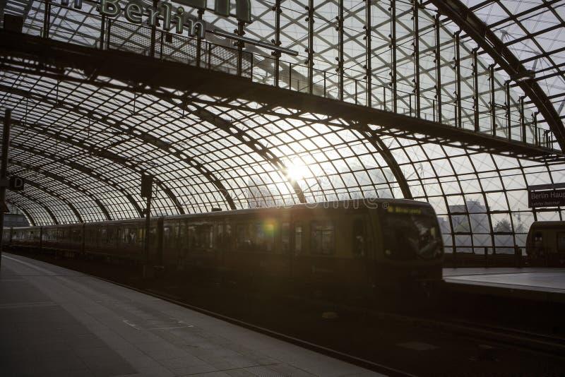 Huvudsaklig station för Berlin drev fotografering för bildbyråer