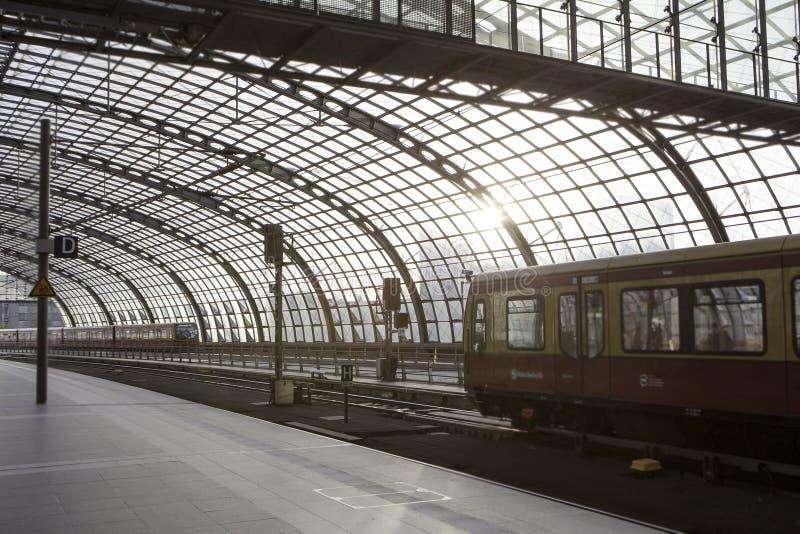 Huvudsaklig station för Berlin drev, Hauptbahnhof royaltyfria foton
