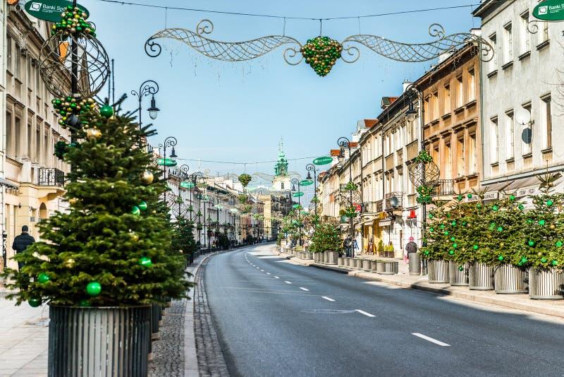 Huvudsaklig trendig gata av Warszawa med jul royaltyfria foton
