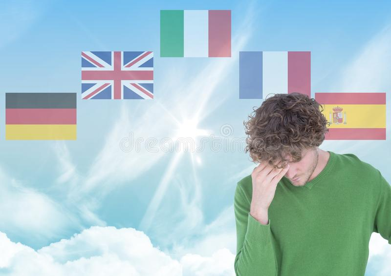 huvudsakliga språkflaggor runt om ung man 1 bakgrund clouds den molniga skyen arkivfoton